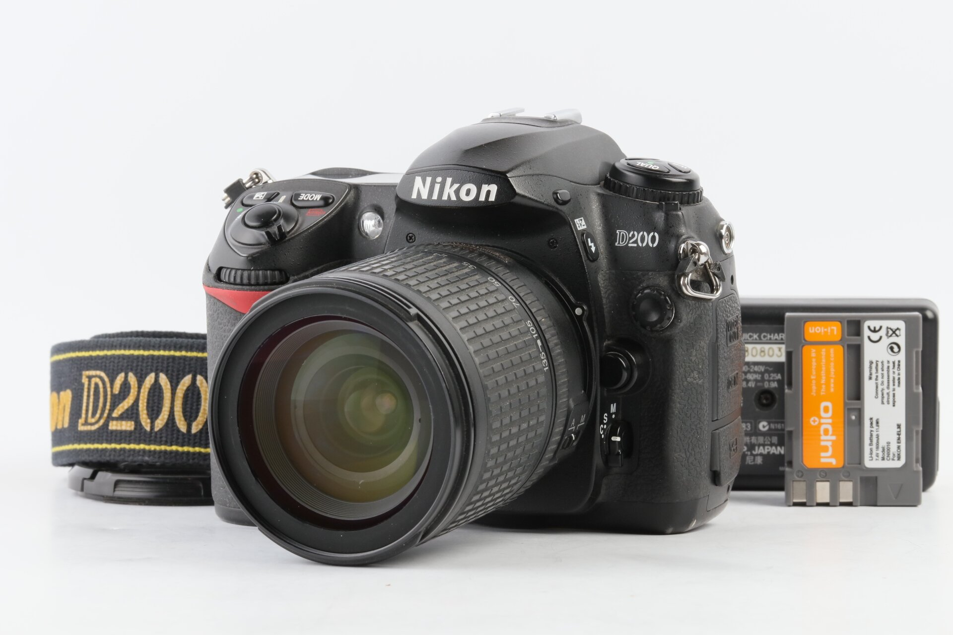 Nikon D200 + AF-S 18-135mm 3,5-5,6 G ED DX ca. 20.000 Auslösungen