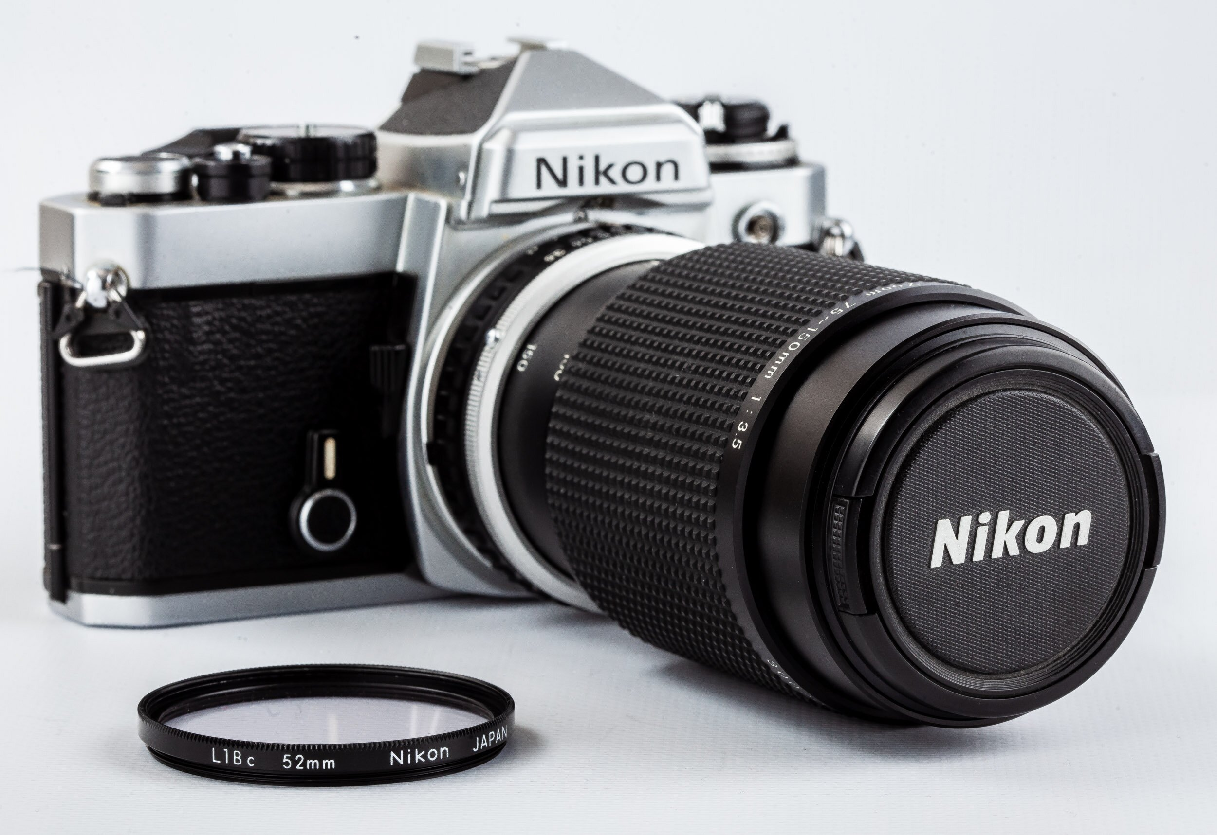 Nikon FE Gehäuse Nikon Zoom 75-150mm