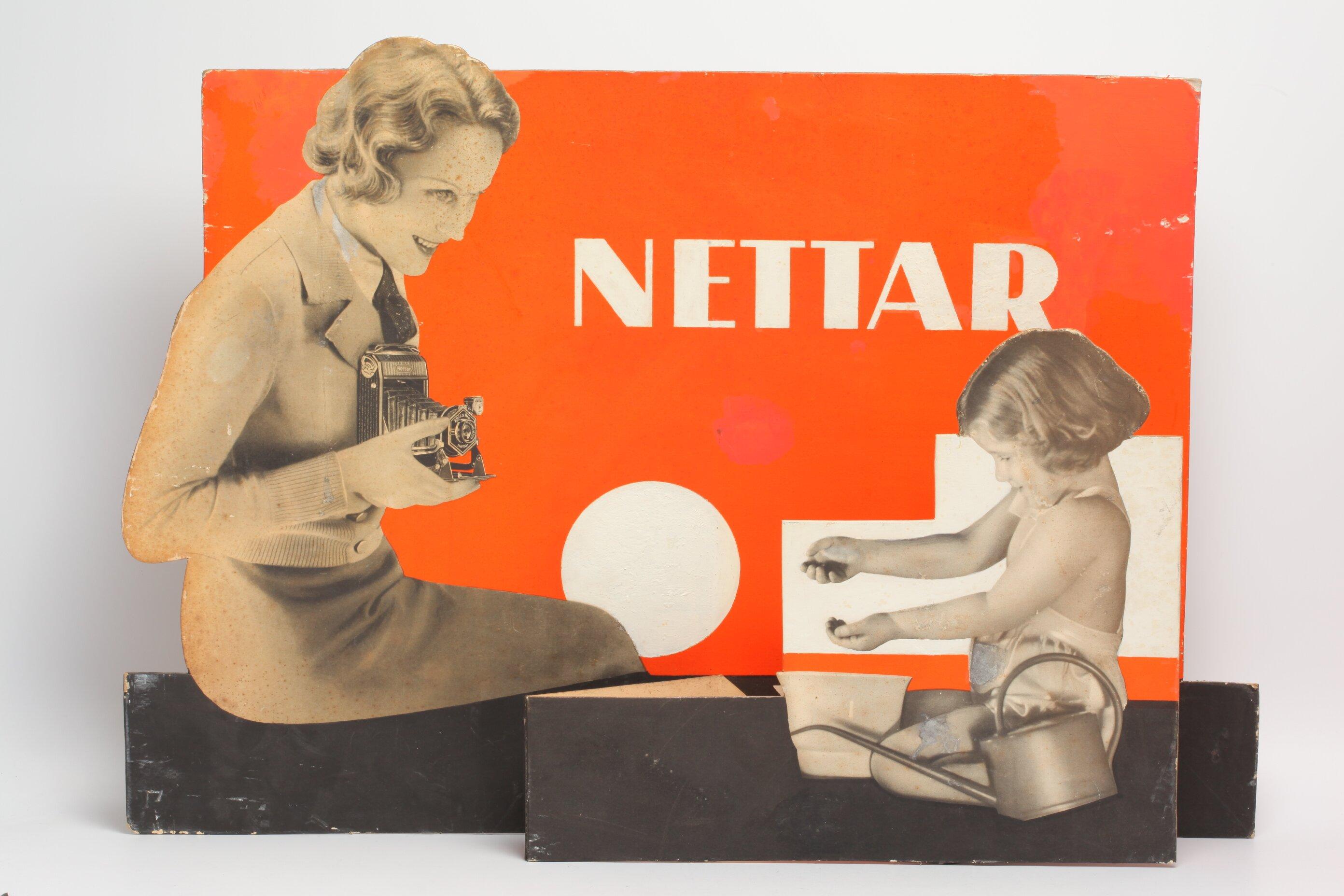 Zeiss Ikon Nettar Werbeschild mit Mutter und Kind