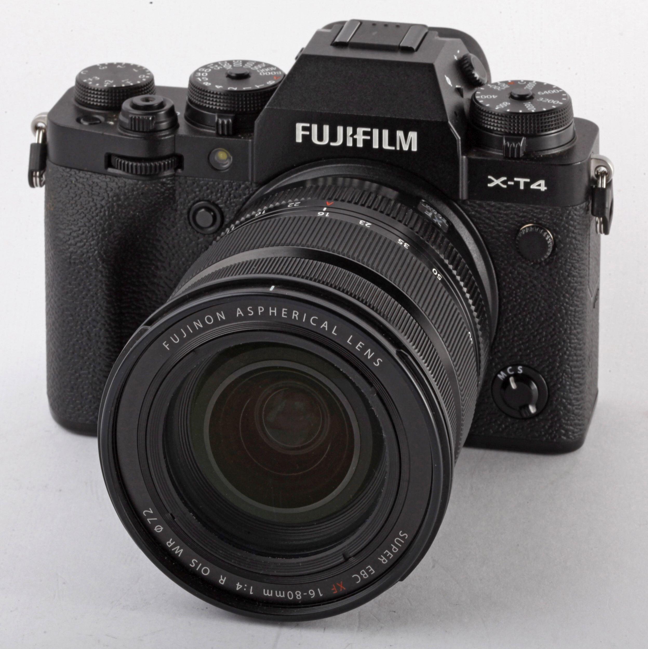 Fuji X-T4 schwarz mit XF 16-80mm Kit VG-X T4